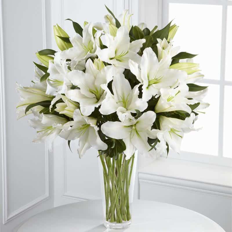 белые лилии  букеты